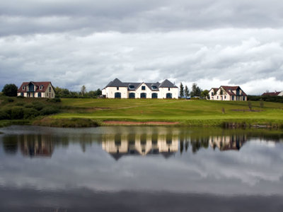 Drumoig golf hotel reflection on loch 1000 500